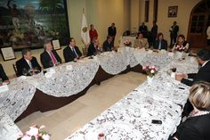 """El Gobernador de Veracruz, Javier Duarte de Ochoa, ofreció una Cena a los Ponentes del Foro """"Seguridad con Legalidad"""", el 11 de enero de 2012, donde compartieron diversas ideas en materia de seguridad para beneficio de la sociedad veracruzana."""