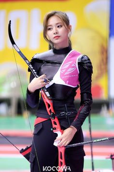 """Idols Show Friendships At Idol Star Athletics Championships-Chuseok Special"""" Most Beautiful Faces, Beautiful Asian Girls, Female Reference, Pose Reference, Hand Reference, Archery Girl, Dynamic Poses, Female Athletes, Sport Girl"""