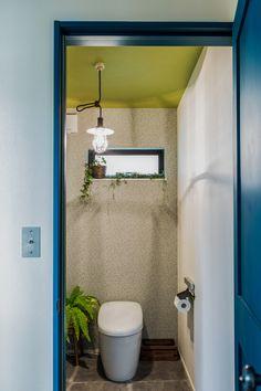 愛知・名古屋の注文住宅ならクラシスホームへ。自由設計でありながら価格を抑えてデザイン性の高い注文住宅をご提案しています。 Toilet Design, California Style, House Roof, My Dream Home, Home Furnishings, Diy And Crafts, Relax, Mirror, Bathroom
