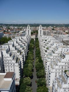 Gratte-Ciel district in Villeurbanne, France. One of the coolest looking neighborhoods in the entire EU as far as I know. Versailles, Lyon City, Places To Travel, Places To Visit, Saga Harry Potter, Lyon France, Europe Destinations, Rhone, Urban Planning