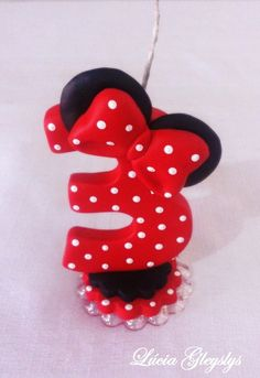 Vela biscuit Minnie Number 3 Cakes, Biscuits, Minnie Mouse, Christmas Ornaments, Holiday Decor, Mini, Cakes, Personalized Candles, Decorated Candles