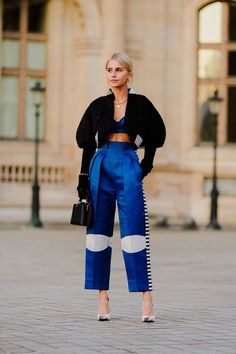 All The Street Style Looks from Paris Fashion Week Fall 2020 Look Fashion, High Fashion, Fashion Outfits, Fashion Design, Fashion Trends, Fashion Tape, Fashion Weeks, Ethical Fashion, Curvy Fashion