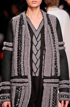 Viktor & Rolf at Paris Fashion Week Fall 2014 - Details Runway Photos Knitwear Fashion, Knit Fashion, Paris Fashion, High Fashion, Victor And Rolf, Viktor Rolf, How To Purl Knit, Knit Picks, Beautiful Outfits