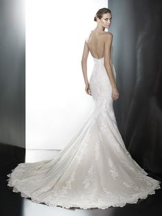 Pronovias Princia Pre-Owned Wedding Dress on Sale 48% Off