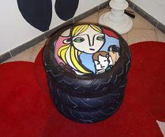 Taburete elaborado con neumáticos usados.