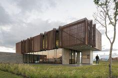 Leggi MAPA Architects ha firmato la XAN House a Xangrilá in Brasile