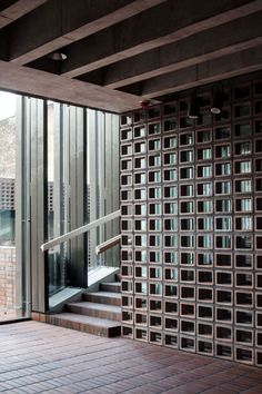 """NK: What about some sort of interior """"breeze blocks"""" type of idea in the living room? Detail Architecture, Interior Architecture, Interior And Exterior, Interior Design, Style At Home, Breeze Block Wall, Wall Design, House Design, Partition Design"""