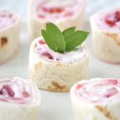 Strawberries and Cream Cheese Pinwheels @keyingredient #cheese