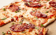 Pizza med chorizo og urter | Oppskrift Tex Mex, Chorizo, Mozzarella, Vegetable Pizza, Hot Dogs, Cheese, Dinner, Vegetables, Recipes