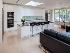 Stunning open plan kitchen and living area in London by Zona Cucina. Small Kitchen Diner, Open Plan Kitchen Dining Living, Living Room And Kitchen Design, Kitchen Diner Extension, Living Room Stools, Open Plan Living, Small Living Rooms, Kitchen Layout, Living Room Designs