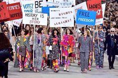 Für seine Modenschau lässt Karl Lagerfeld die Models für Frauenrechte demonstrieren. Am Ende dient das nur einem: ihm.