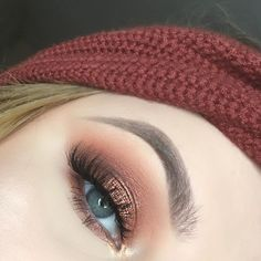 """WEBSTA @ makeupbyemma - Another thanksgiving look using @anastasiabeverlyhills """"orange soda"""" as transition, """"henna"""" on the lid, topped with """"peach sorbet"""" and on the tear ducts, @limecrimemakeup Venus 2 palette """"jam"""" in the crease and """"mud"""" to slightly define the crease @thebalm_cosmetics Mad Lash mascara and @sweetheartlashes """"Mimi"""" lashes #brows using @sierrassecretscosmetics the perfect brow kit ✨ photo taken using my @impressionsvanity glow me selfie light click the link in my bio a..."""