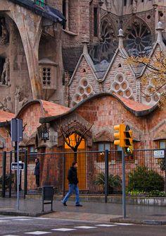 A street-level view of La Sagrada Familia, Barcelona, Spain by Antoni Gaudi.  Photo:  amadalvarez
