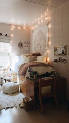 dorm room ideas & dorm room ideas - dorm room - dorm room designs - dorm room ideas for guys - dorm room organization - dorm room decor - dorm room hacks - dorm room ideas organization College Bedroom Decor, Cool Dorm Rooms, College Dorm Rooms, College Dorm Decorations, Boho Dorm Room, Girl College Dorms, Bohemian Dorm, Lights In Dorm Room, Dorm Room Lighting