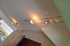 Belysning: 12V wire er en god løsning når man ikke vil lage mange hull i taket. Les om belysning til bolig her!