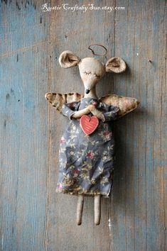 This primitive mouse angel is made of cotton and stuffed with poly fiberfill. Her body, wings and dress have been stained with coffee and Brooches Handmade, Handmade Toys, New Year Diy, Monster Dolls, Handmade Design, Stuffed Toys Patterns, Fabric Dolls, Inspirational Gifts, Fabric Scraps