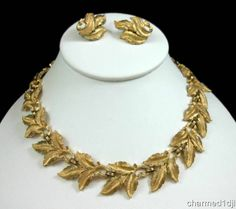 Vintage Trifari Brushed Gold Tone Leaf Necklace & Clip Earring Set Very Nice! $35.00