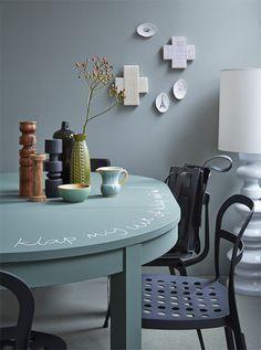 Schoolbordverf op tafel #diningroom #table Styling Fietje Bruijn   Fotografie Alexander van Berge