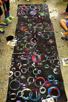 Collaborative Art--Bubble art with oil pastels, so beautiful and FUN! Middle School Art, Art School, High School, School Grades, Classe D'art, School Art Projects, Art Projects For Teens, Toddler Art Projects, Class Projects