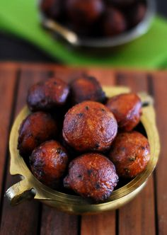 Learn how to make Kerala Unniyappam. A traditional Kerala deep fried sweet fritters made with rice flour, jaggery,banana and coconut. Indian Desserts, Indian Sweets, Indian Snacks, Indian Dishes, Indian Food Recipes, Kerala Recipes, Indian Foods, Kerala Food, South Indian Food