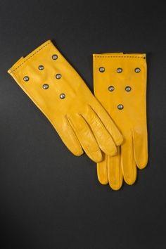 MODEMUSEUM HASSELT. Leather gloves (1960)