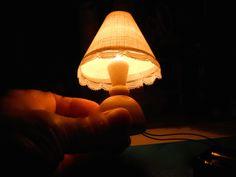 ムギ球で、乾電池2個使用。 結構な明るさ・・・