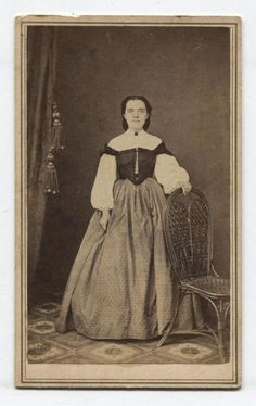 CDV CIVIL WAR ERA WOMAN IN UNIQUE OFF THE SHOULDER ATTIRE. POUGHKEEPSIE, N.Y.