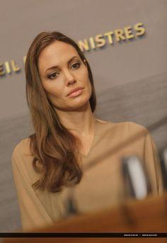 2012/09/12 - Angelina Jolie in the Lebanese capital Beirut - 120912 Jolie Lebanese najib mikati 13 - Angelina Jolie Photo
