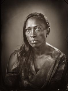 Photojournalist Michael Bradley explores the Māori tradition of tā moko with a set of digital and wet plate portraits. In the wet plate photos, the traditional tattoos seem to disappear much like tā moko almost did until a resurgence in the Filipino Tribal Tattoos, Hawaiian Tribal Tattoos, Chris Garver, Tattoos Skull, Body Art Tattoos, Foo Dog, Photography Women, Portrait Photography, Tattoo Pierna