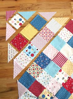 Quilting Ideas Patchwork On Point Quilt Tutorial - How to make a patchwork quilt where the squares are set 'on point' (or on the diagonal). Includes step by step instructions for this crib quilt. Patchwork Quilt Patterns, Scrappy Quilts, Easy Quilts, Patchwork Tutorial, Patchwork Designs, Crazy Patchwork, Patchwork Ideas, Amish Quilts, Patchwork Fabric