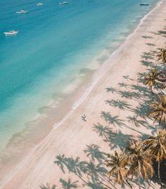 """8,644 kedvelés, 391 hozzászólás – HANNAH & NICK ☼ TRAVEL COUPLE (@saltinourhair) Instagram-hozzászólása: """"Painted Palms 🌴⠀ ————↠ An early morning walk at Valentine's Day on Ngapali Beach. ♥️ What a dream…"""""""