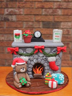 Christmas fireplace - actually cake decoration - but also goes with polymer clay - Christmas fireplace – actually cake decoration – but also goes with polymer clay - Christmas Cake Designs, Christmas Topper, Christmas Cake Decorations, Polymer Clay Christmas, Christmas Cupcakes, Christmas Sweets, Holiday Cakes, Christmas Goodies, Christmas Baking