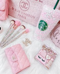 Tumblr Photoshoot, Unicorn Makeup Brushes Set, Panda Nursery, Beauty Room Decor, Baby Pink Aesthetic, Relaxing Colors, Pink Room, Little Twin Stars, Everything Pink