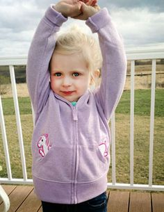 Free project instructions to make a peek-a-boo pals hoodie!