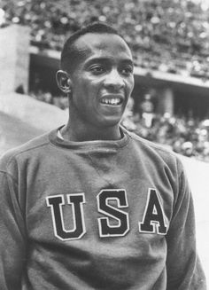 The US athlete Jesse Owens who achieved international fame by winning four gold medals in the 1936 Olympics. The most successful athlete of the Games, Owen's poignantly contradicted Hitler's intention that the Games should showcase his Aryan ideals. Berlin Olympics, 1936 Olympics, Jesse Owens, Rowing Blazers, American Athletes, Olympic Athletes, Sports Figures, Sports Stars, Summer Olympics