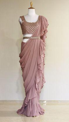 Party Wear Indian Dresses, Indian Bridal Outfits, Indian Fashion Dresses, Indian Designer Outfits, Designer Dresses, Saree Wearing Styles, Saree Styles, Trendy Sarees, Stylish Sarees