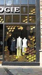 Salt Lake City Utah store window for bees - Merchandising - Ideas of Merchandising - honeycomb window display Visual Merchandising Displays, Visual Display, Display Design, Store Design, Design Shop, Retail Windows, Store Windows, Anthropologie Display, Store Window Displays