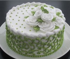 Green and white - Cake - Torten Cake Decorating Techniques, Cake Decorating Tips, Cookie Decorating, Cake Icing, Buttercream Cake, Frosting, Cake Cookies, Cupcake Cakes, Birthday Cake With Flowers