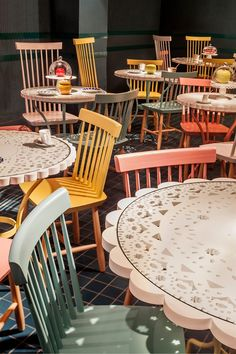 Article source: EL EQUIPO CREATIVO La Dolça, the new gastronomic space in Tickets Restaurant, is the result of the successful collaboration of the tandem formed by the chefs Albert and Ferran Adrià and the Iglesias brothers over the past four . Cafe Interior Design, Cafe Design, Store Design, Design Art, Tapas Bar, Deco Restaurant, Restaurant Design, Commercial Design, Commercial Interiors