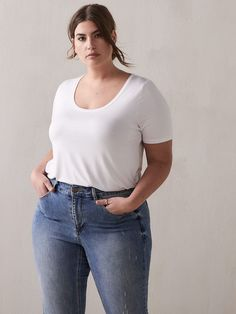Not All White Tees Are Created Equal, So Here Are Our Top Picks for Any Occasion - Modern Oversized White T Shirt, Plain White T Shirt, White Tees, Spring Outfits, Winter Outfits, Casual Outfits, Outfit Summer, 80s Fashion, Denim Fashion
