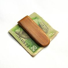 wlkr / Drevené spony na peniaze / Špaltovaná jaseňová spona na peniaze Agates, Card Case, Money Clip, Card Holder, Wallet, Rolodex, Money Clips, Purses, Diy Wallet