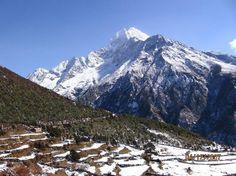 #Eerest_Base_camp_Trekking : An amazing landscape and mountain vistas during the Everest base camp trekking.. #ebc_trek #clearskytreks #himalayan_walking #trekking_hiking #8thwonderes #glacier_mountains