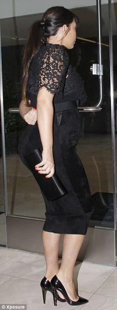 Kim Kardashian pregnant but still looking amazing