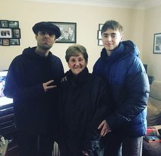 Liam with gene and Liam's mam, Peggy. Gene Gallagher, Lennon Gallagher, Liam Gallagher Oasis, Oasis Music, Britpop, Baby G, Wonderwall, Great Bands, Other People