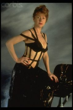 Helen Mirren / publicity photo for Peter Greenaway's The Cook, the Thief, His Wife & Her Lover Classic Actresses, British Actresses, Beautiful Actresses, Helen Mirren, Sexy Older Women, Old Women, Fine Women, Fashion Models, Dame Helen