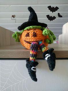 free pattern witches pumpkin - HUN amigurumi - boog ID Halloween Knitting, Halloween Crochet Patterns, Crochet Amigurumi Free Patterns, Crochet Dolls, Halloween Crafts, Halloween Witches, Crochet Christmas Decorations, Crochet Decoration, Holiday Crochet