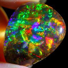25.97Ct Beauty of Rainbow CONTRALUZ Ethiopian Welo Specimen Crystal Opal