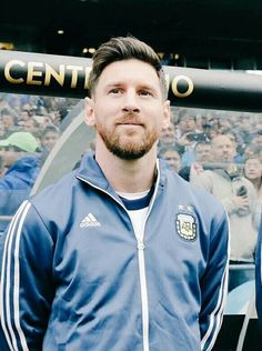 Love to c him smiling Good Soccer Players, Football Players, Steven Gerrard, Premier League, Argentina National Team, Leonel Messi, Messi 10, Football Soccer, Football Stuff
