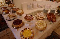 Im Waldgasthof Buchenhain gibt es täglich Kaffee und hausgemachte Kuchen...
