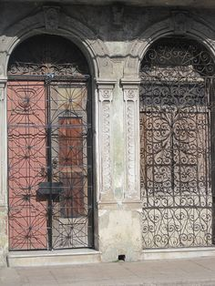 www.ispycandyblog.blogspot.com Doors of Cuba